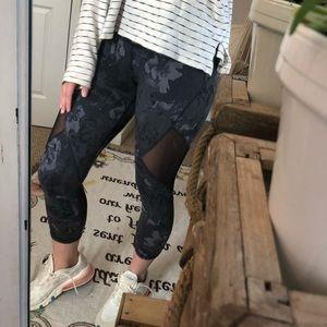 Old Navy Mesh Cropped Leggings — Women's S